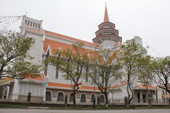 Dòng Chúa Cứu Thế - Church of the Saviour, Huế - Photo: Vandungsilk