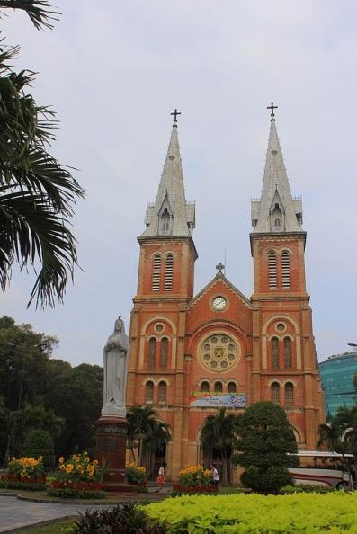 Nhà thờ Đức Bà -  Vương Cung Thánh Đường - Saigon Notre-Dame Basilica - Photo: Vandungsilk