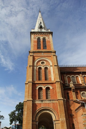 Tháp chuông nhà thờ Đức Bà SaiGon -  Notre Dame church steeples, Saigon, Vietnam - Photo: vandungsilk