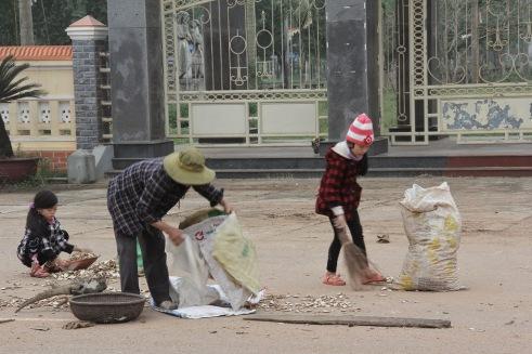Mùa Đông 2013 ở Quảng Trị - Trước Thánh Địa La Vang - Winter 2013 in Quang Tri, VN - La Vang Church - Photo: vandungsilk