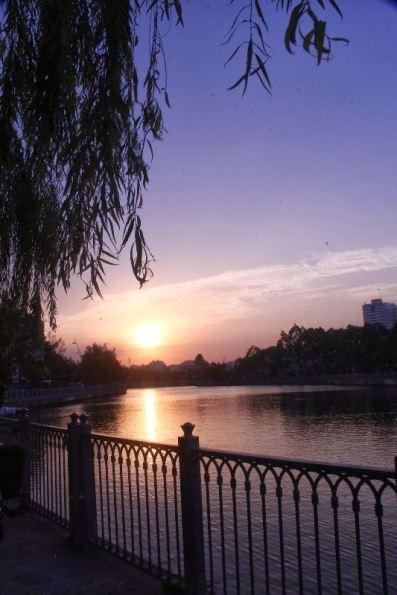 Hoàng hôn trên kênh Nhiêu Lộc (đoạn gần ga SG)