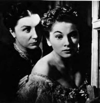 Mrs. Danvers played by Judith Anderson and Mrs. de Winter played by Joan Fontaine in the 1940 Alfred Hitchcock movie - Photo: Internet