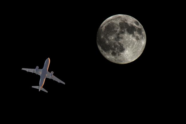 plane&moon_3_r