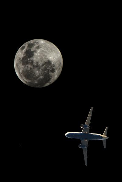 plane&moon_5_r