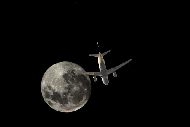 plane&moon_6_r